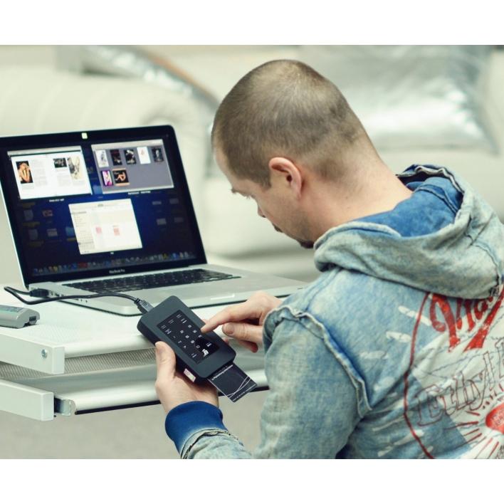 http://www.digittrade.de/shop/product_info.php/info/p175_DIGITTRADE-HS128-320-GB-High-Security-externe-Festplatte.html